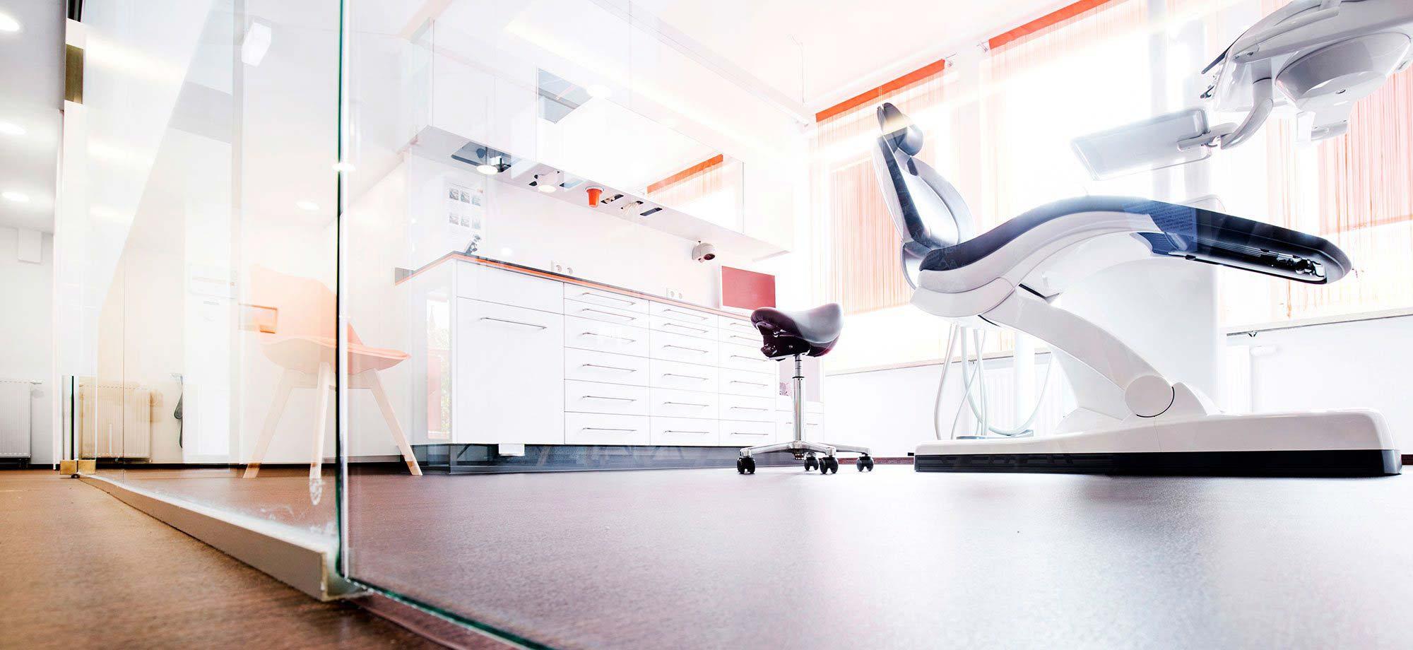 moderne Klinikräume, Zahnarzt, Zahnklinik Dr. Eichenseer